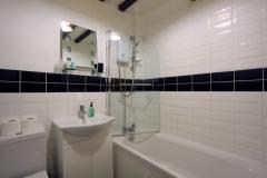 Octavia Bathroom Right